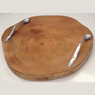 """לוח/מגש עץ עגול 32 ס""""מ קל פאולינה ידיות כפיות"""